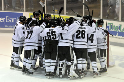 PC Hockey Team Huddle
